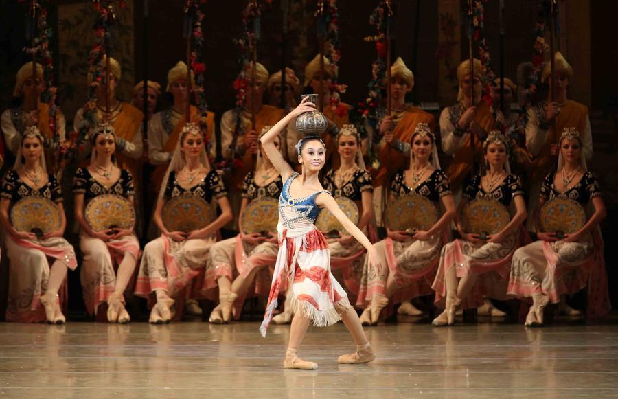 May nagahisa l ve de l acad mie princesse grace invit e - Princesse qui danse ...