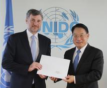 Frédéric Labarrère 2 - H.E. Mr Frédéric Labarrère, the Principality of Monaco's Permanent Representative to the United Nations and International Organisations in Vienna and Mr Li Yong, Director General of the United Nations Industrial Development Organization (UNIDO) ©DR