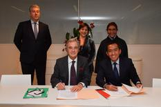 accord Monaco Indonésie - Mr Patrick Rampal, Chairman of the Monaco Scientific Centre, and Mr Brahmantya Satyamurti Poerwadi, Director General of Marine Spatial Management (Indonesia).Behind the signatories, from left to right: Mr Christian Ceyssac, Government Commissioner at the Monaco Scientific Centre, Ms Isabelle Rosabrunetto, Director General of the Ministry of Foreign Affairs and Cooperation, and Ms Susi Pudjiastuti, Minister of Maritime Affairs and Fisheries © Government Communication Department / Michael Alési