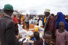 Aide alimentaire 2 - Food distribution in the Ellborr region of Kenya©InterActions & Solidarity