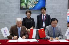 signature FIRMO Chine - Signing of a contract to transfer part of the capital of FRIMO to the Chinese company BAIYANG, by Mr. Mirco Albissetti, President of FRIMO and Mr. Zhongyi Sun, Founder of BAIYANG, in the presence of H.E. Ms. Catherine Fautrier, Ambassador of the Principality of Monaco to China, and Mr. Gu Zhangwei, representative of the Ministry of Commerce of the Guangxi region ©DR